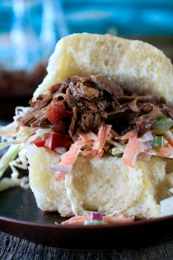 pulled beef slider with coleslaw