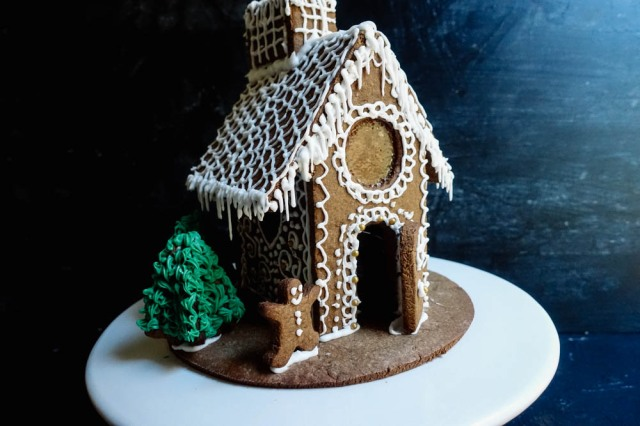 gingerbread-house-11